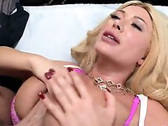 Bubble butt Summer Brielle pussy nailed by big shaft