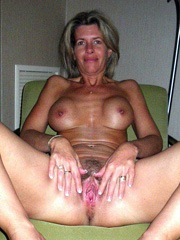 Nude thin woman with a huge vagina, amateur clouse up pictures