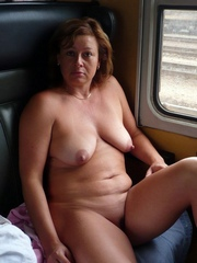 Absolutely nude older mom in..