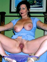 Chic naked mommy amateur..