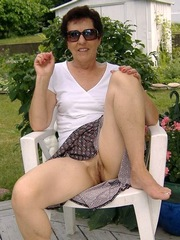 Naked and beautiful mom,..
