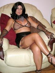 Splendid mom in sexy black..