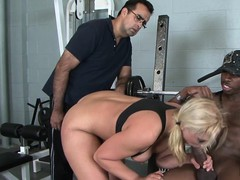 Cuckolding MILF screwed by bbc at the gym
