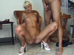 Blonde milf babe - Julia Reaves