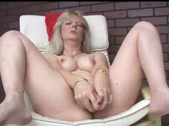 Mom all alone with her legs spread for dildo sex