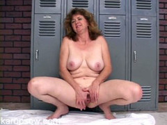 Old broad in the locker room playing with her cunt