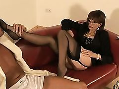 British dame gets footworship