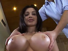 Working out babe\'s sexy hole