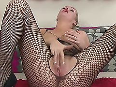 Mature MILF Jade Jiggles Her Pussy