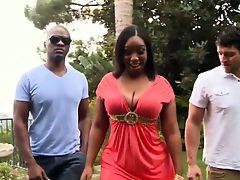 Fat ebony pornstar Layla Monroe in threeway
