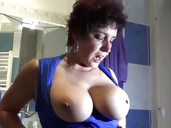 Old nanny loves to consume pussy